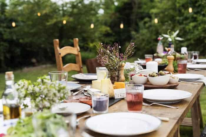 40 Easy and Elegant Ideas for an End of Summer Outdoor Party