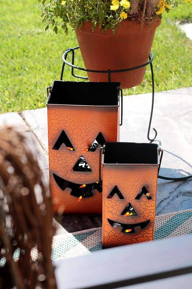 3.Pumpkins can be used to decorate your home.