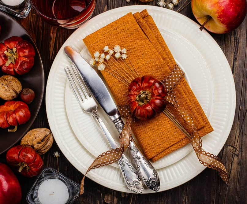 Try One Of These Beautiful Thanksgiving Table Settings This Year