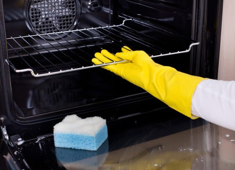 The Do's and Don'ts of Properly Cleaning an Oven, the Heart of the Kitchen