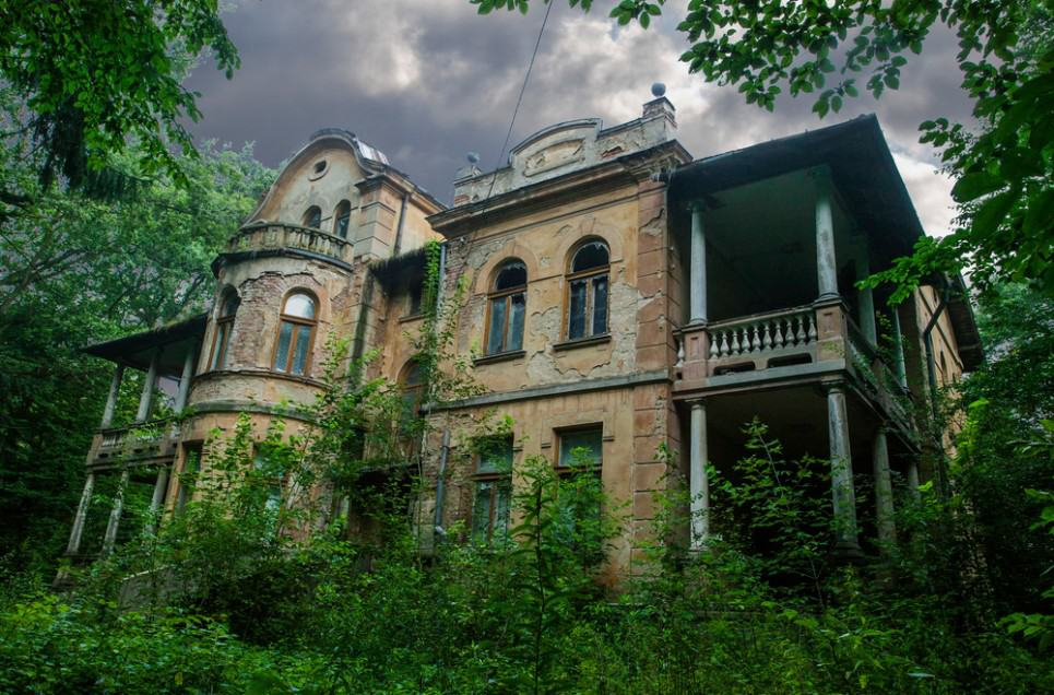 Multi-Million Dollar Mansions That Were Abandoned For Years